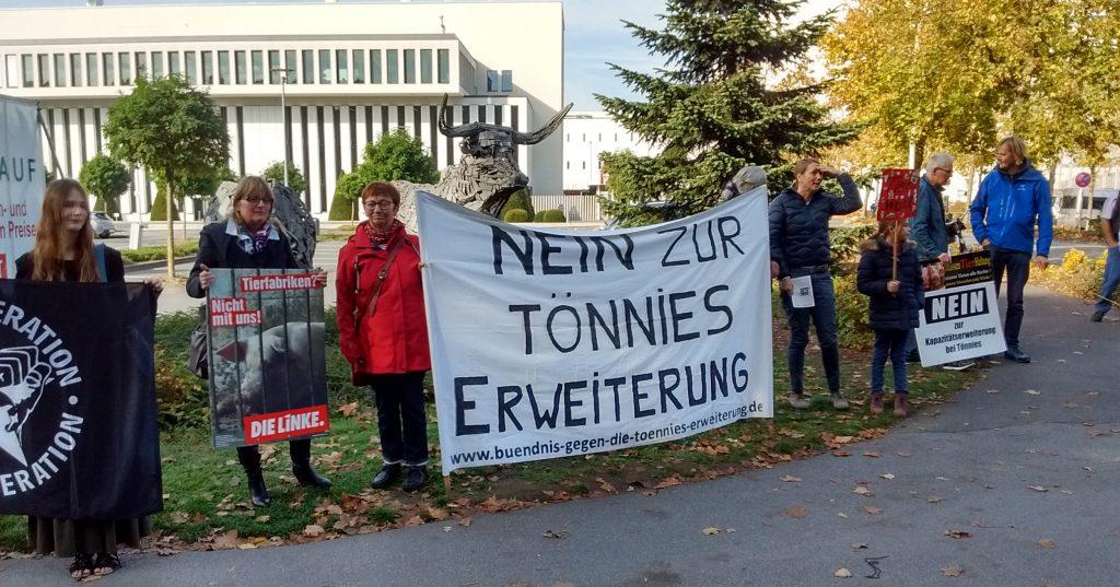 Aktion des Bündnisses vor der Konzernzentrale in Rheda-Wiedenbrück